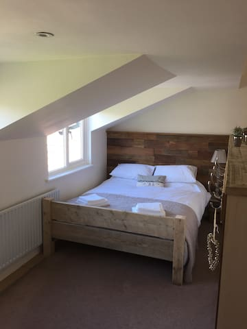Self contained Annexe near Chichester/Goodwood - Runcton - House