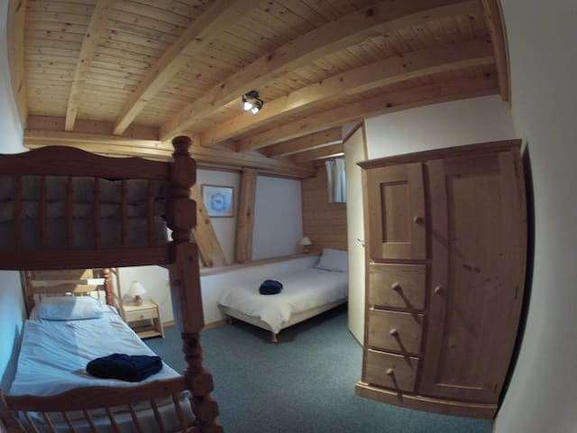 CentralHostel Chatel triple room