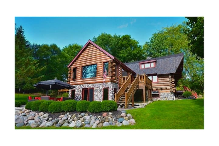 Exclusive Resort Style Private Log Cabin With Pond