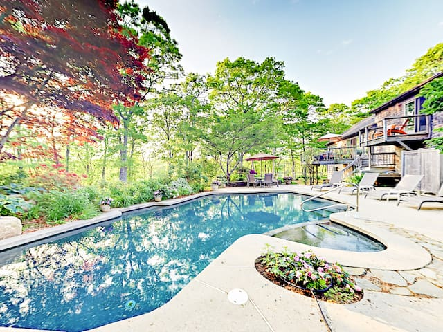 Moonakis River 4BR w/ Pool & Spa - Near Downtown