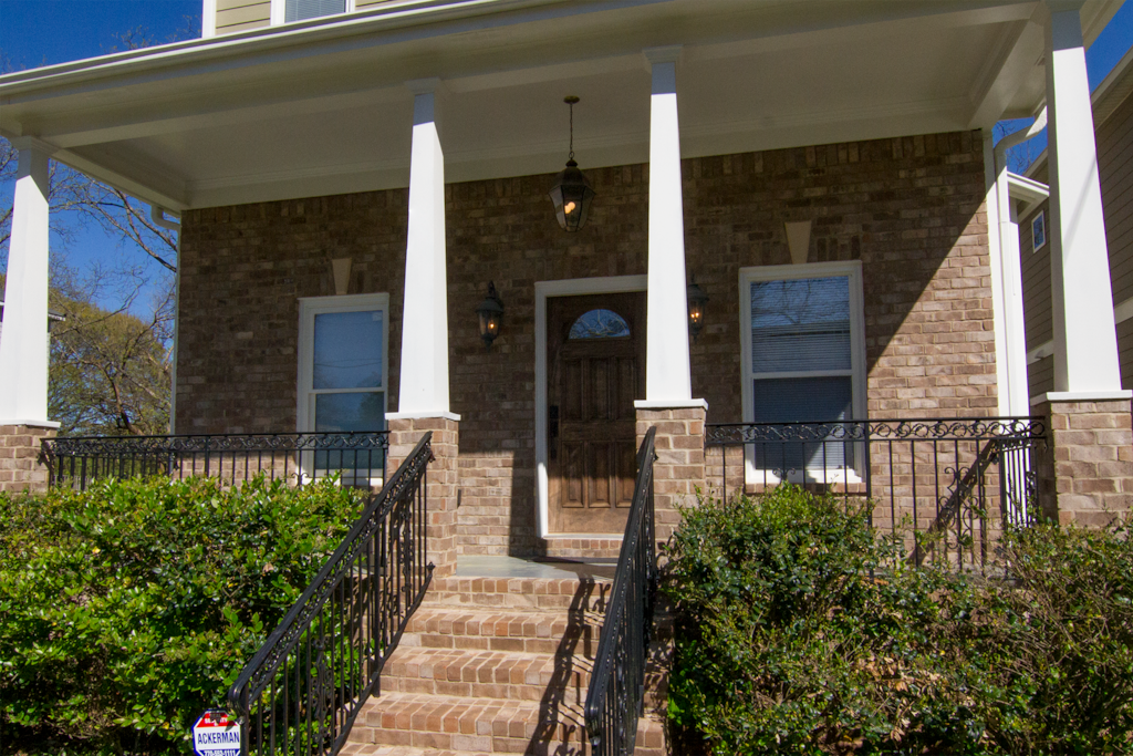 Welcome to our beautiful Atlanta home near Grant Park, the Zoo, Turner Field, Georgia State University and Downtown. Only 15 mins from the airport.