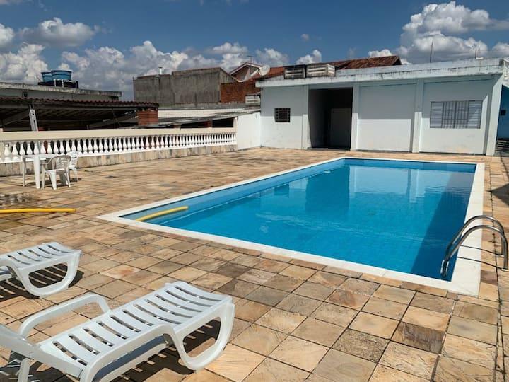 Casa com piscina próximo do centro de Cotia