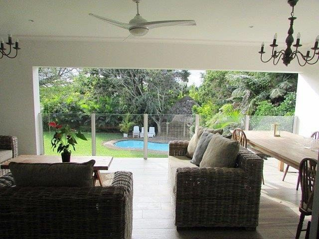 Magnificent fig tree lodge close to main beach