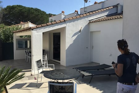 200m from a beach facing St Tropez - Grimaud - Haus
