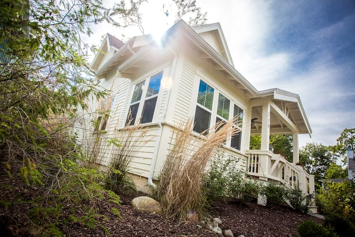 Luxury Magnolia-Style Cottage - Walk to Downtown!