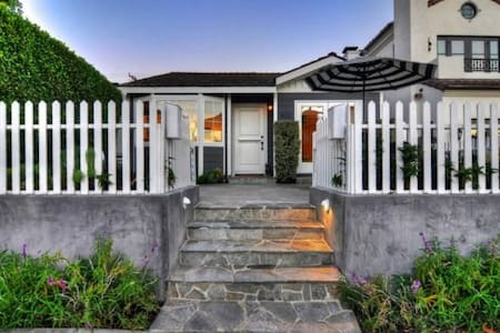 Perfect Front Unit Beach Cottage - Newport Beach
