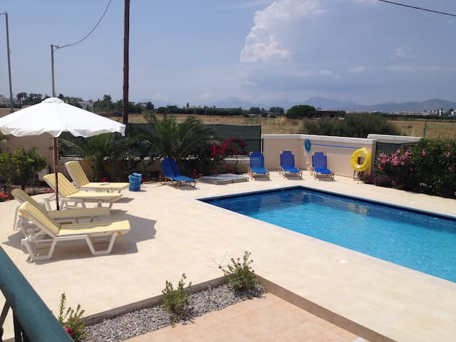 Berry Villa, private, swimming pool - Tigkaki - Willa