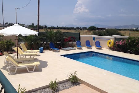 Berry Villa, private, swimming pool - Tigkaki