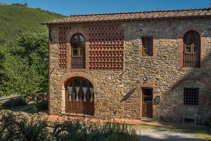 Villa Pergolone - Country House with Pool & Garden