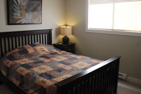 Shawnigan Beach Estate Rental - 1 Bedroom in house - Shawnigan Lake