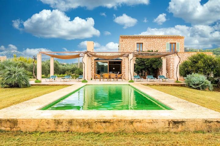 """Casa vacanze """"Can Jeroni Carrio"""" con piscina, giardino, terrazza e WiFI; Parcheggio disponibile"""