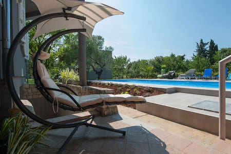 Villa with 50 m2 swimming pool - Sukošan