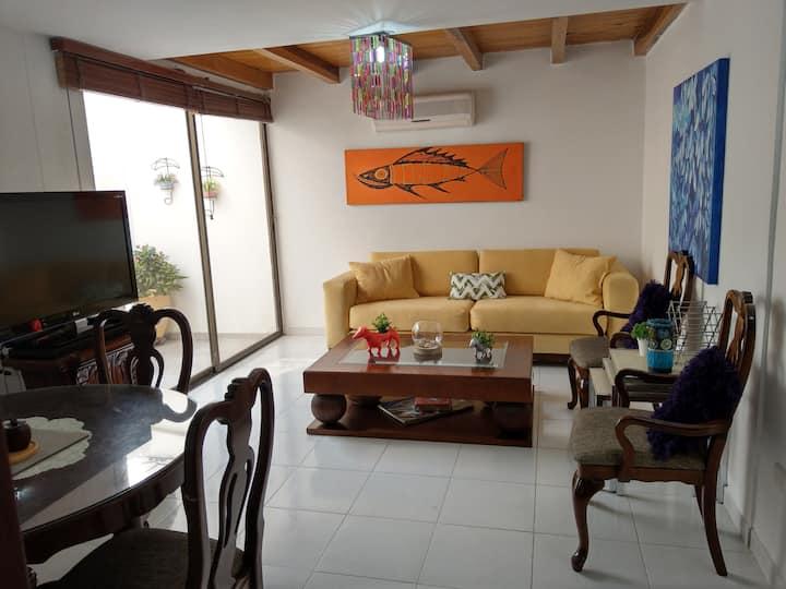 Casa acogedora en Santa Marta, central e iluminada