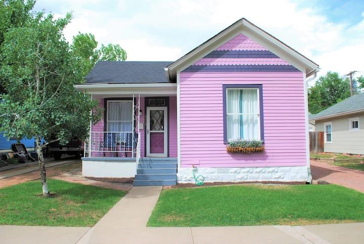 Cozy Pink House in Old Colorado City Neighborhood