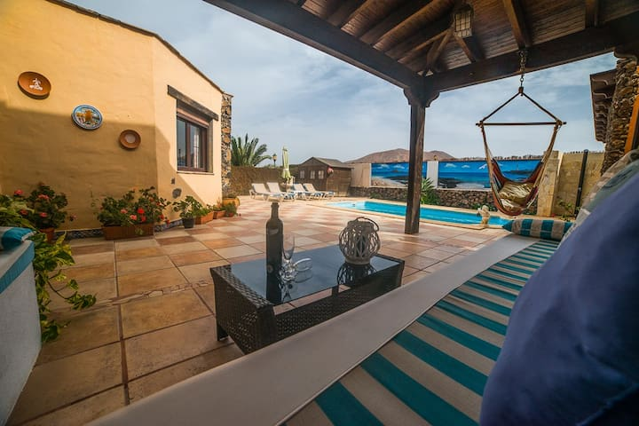 Villa with amazing views, jacuzzi and private pool