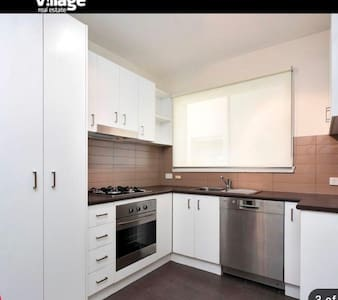 great room near city free parking - Footscray - Apartment