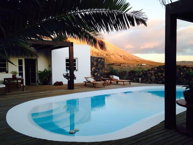 Petit Paradis Villa piscina privada - La Oliva - House