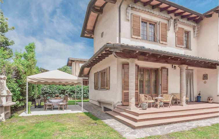 Holiday cottage with 4 bedrooms on 156m² in Camaiore -LU-