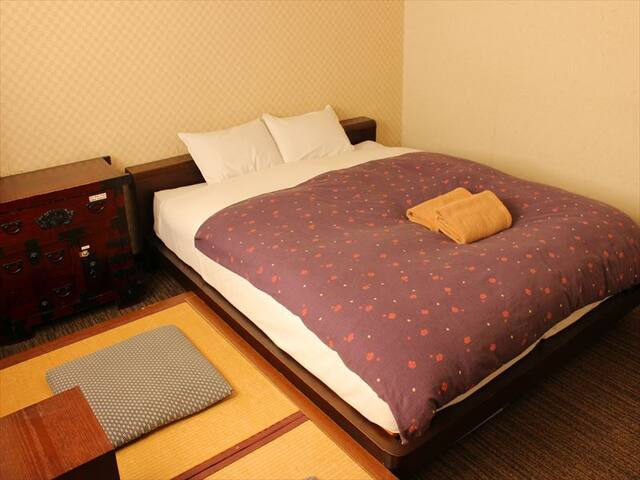 Hostel just 5 min from Sta./ Double room with bath