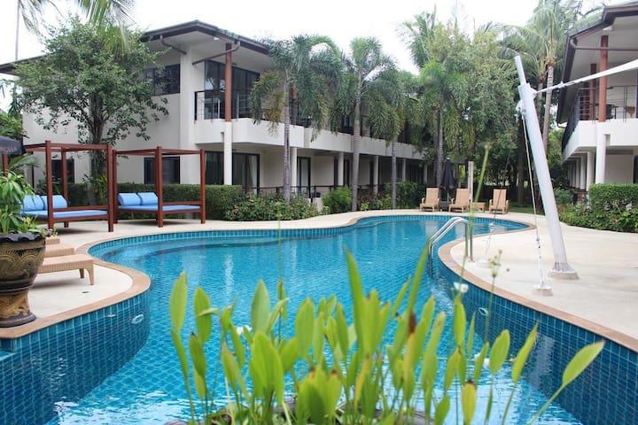 Emerald Resort 1-Bedroom Apartment / TSE Residence