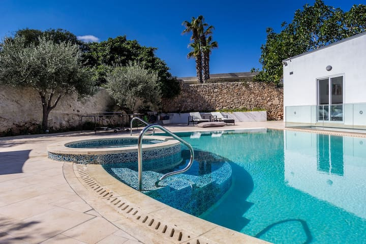 The Shells - Superb Villa with private pool