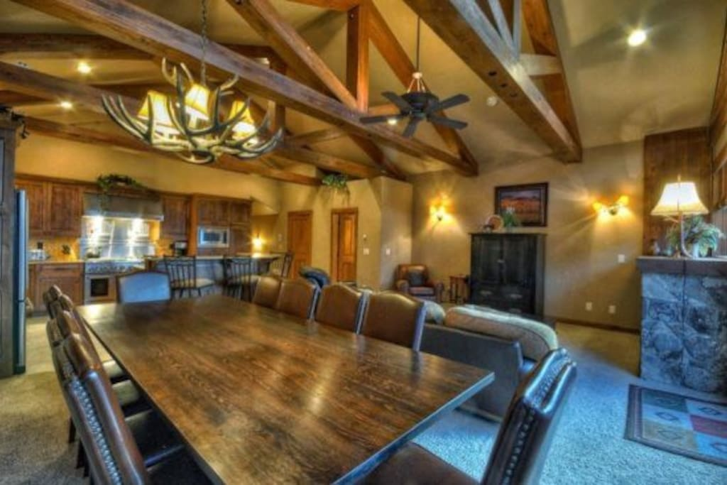 Eagles Nest Amazing kitchen With Stainless Steel Appliances, Island, Granite Counter tops