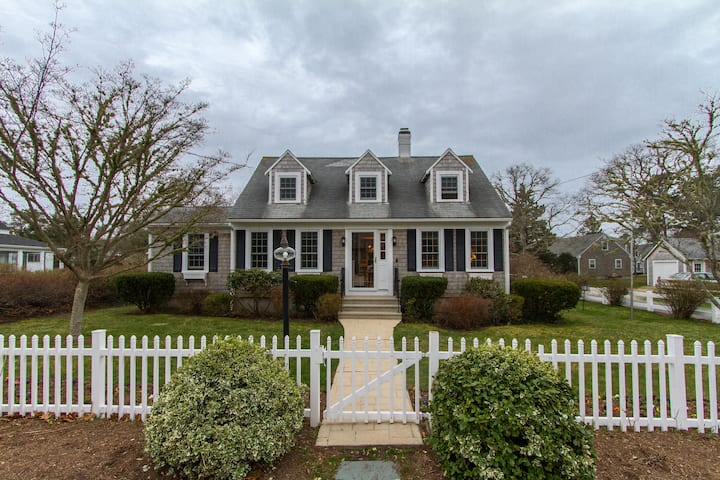 Walk to Beach! Cape Cod Comfy Home