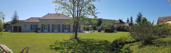 Character property with swimming pool near Lascaux