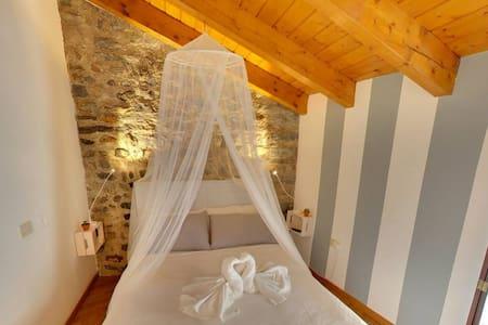 ANTICA TORRE dei Fuochi Parlanti 3 - Varese - Lägenhet