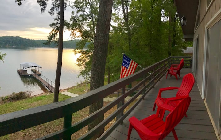 Waterfront Chic Lake Hartwell Cabin