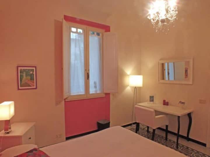 Double bedroom in the heart of Florence