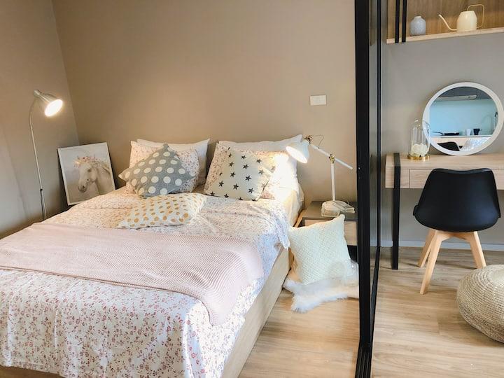 免费接机WIFI 泳池 健身房 時尚溫馨歐風公寓