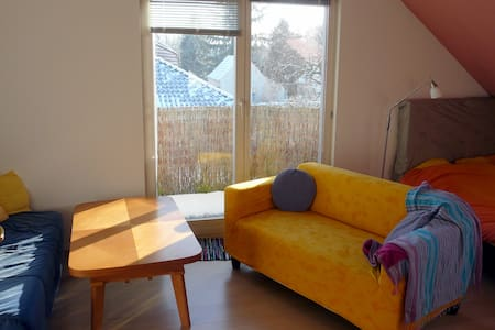 large private room with little balcony - Falkensee - Haus