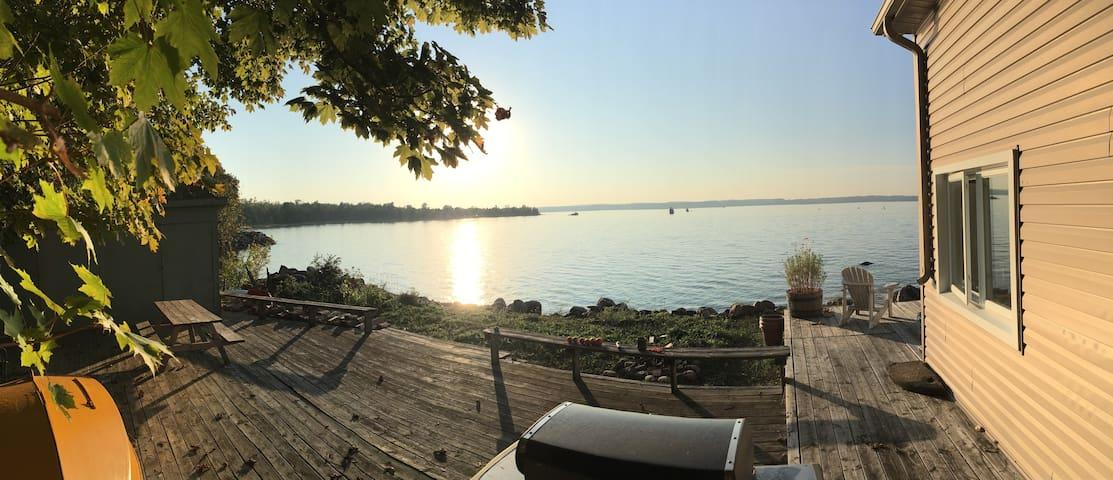Sunshine Cottage- Your waterfront destination!