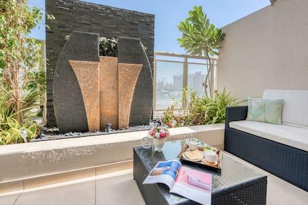 Luxury yet cozy, 3BR, terrace, pool+gym ☆location