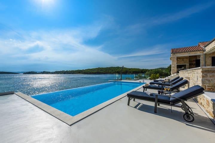 Villa Proversa, Croatia Luxury Rent