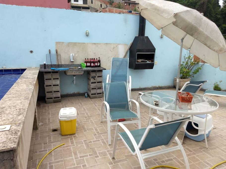 terraço para banho de sol, piscina e churrasqueira