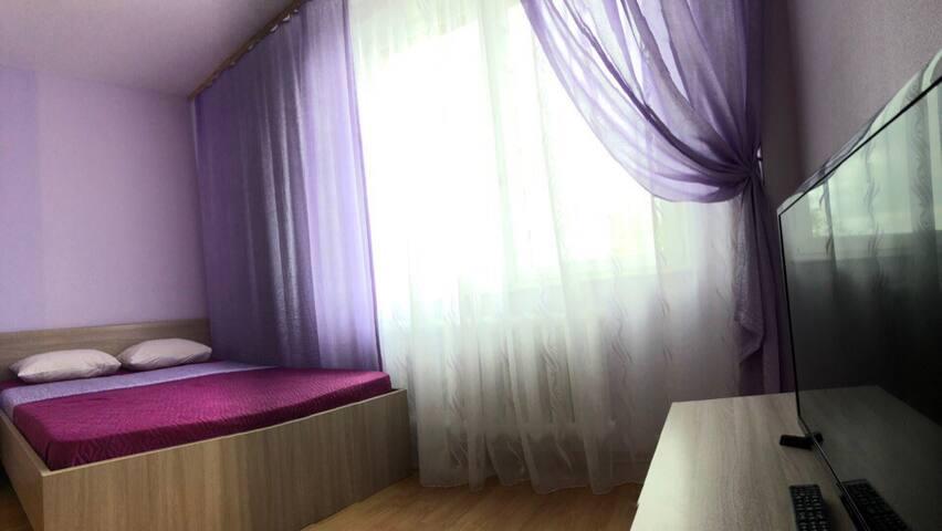 Сиреневая студия с видом на Великую (апарт-отель)