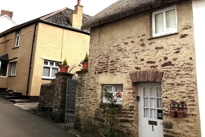 Beautiful country cottage in wonderful Slapton