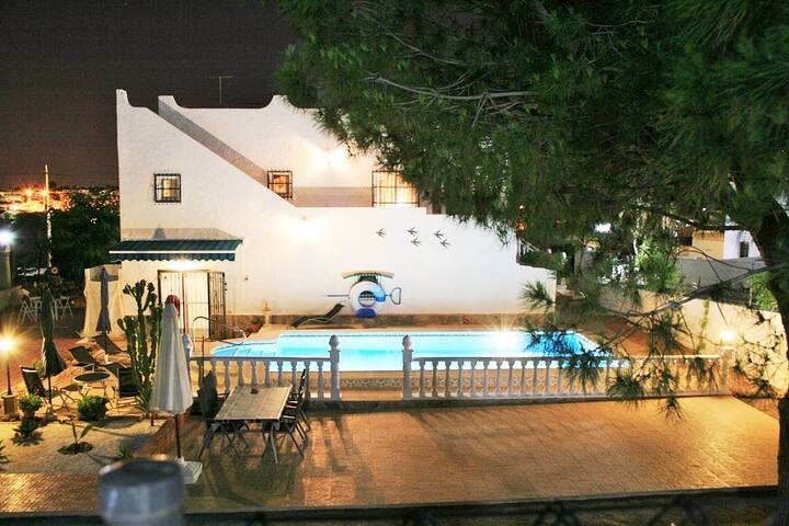 Villa für 7 Pers.,Pool,3 Klimaanlagen,Meerbl. Wifi - San Miguel de Salinas - 別荘