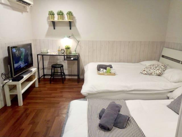 KM1C@Ximen柔软风/Cozy安靜舒適大房可1-4人/房里设备齐全/出门就是西门町/超级地点