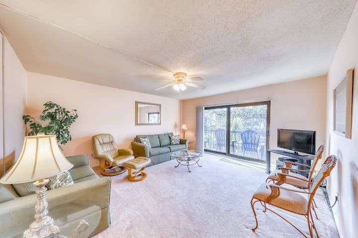 Beachfront condo w/ shared pool & hot tub, lagoon view, and a private patio