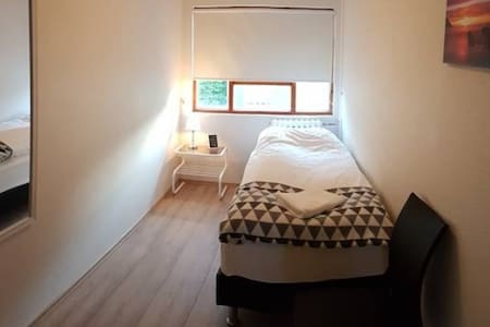 Puffin Palace Guesthouse - Single Room with Shared Bathroom