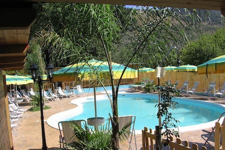 Bungalow nel verde con piscina