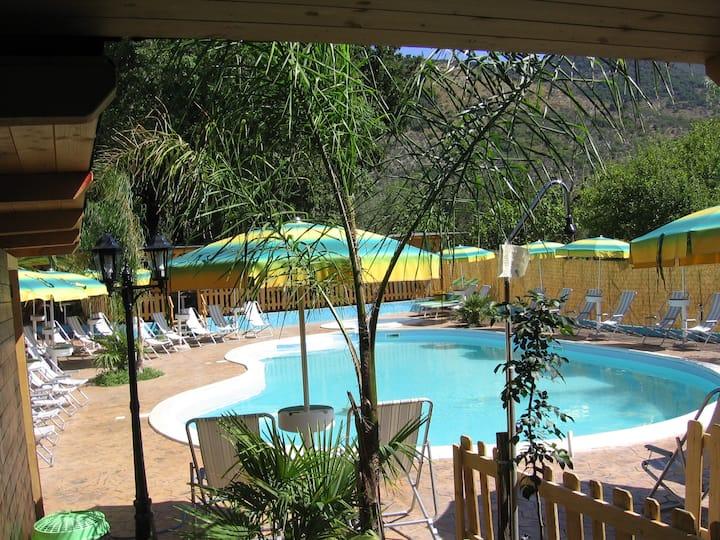 Casa Rustica nel verde con piscina