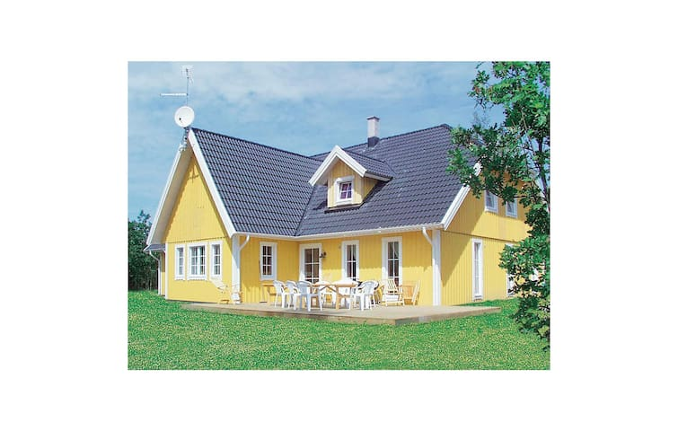 Holiday cottage with 7 bedrooms on 270m² in Köpingsvik
