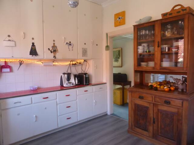 Sunny Flat Close To Beach & Shops