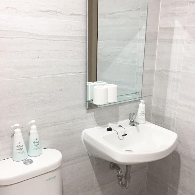 Free use of bodywash and shampoo