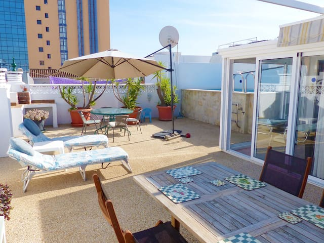 Rooftop pool and holiday goals!