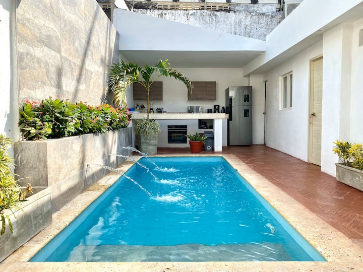 Stunning 7 BR House Private Pool in the Old City